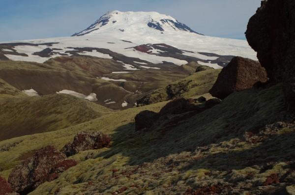 Rød scoria i store blokker og vulkankrater.  Her hadde Rapanui-folket likt seg