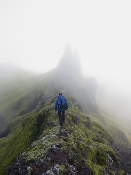 Fra toppen av Schiertzegga, et karakteristisk fjell som er godt synlig fra stasjonen.  Relativt lett å gå opp til, men med en litt luftig egg man må gå på for å komme til toppen.  Et sted man helst ikke vil ha ustabil sidevind.  Sikkert fin utsikt der, men vi fikk tåke på toppen.